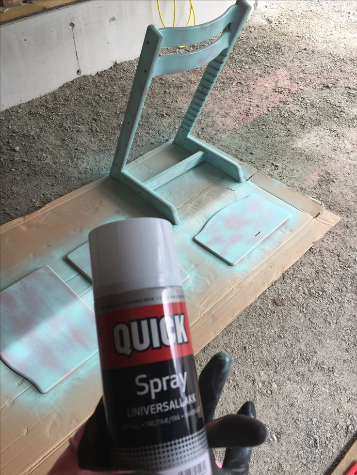 Spray med bengalack, flere tynne strøk, la tørke mellom hvert strøk