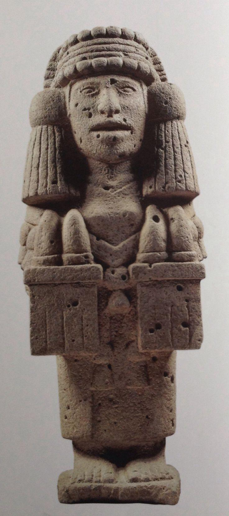 """Chicomecóatl (""""siete serpientes"""") es sin duda la más importante de todas las deidades de la vegetación, y por eso los antiguos escritores e investigadores la llamaban """"diosa de los mantenimientos"""". También se le conoce con el nombre de """"siete mazorcas de maíz"""", Chicomolotzin o """"diosa de los mieses y todo género de simientes y legumbres"""", Chalchiuhcihuatl. [2] """"Diosa de los mantenimientos, así de los que se come como de lo que se debe"""". Se menciona que """"debió […] ser la primera que comenzó a…"""
