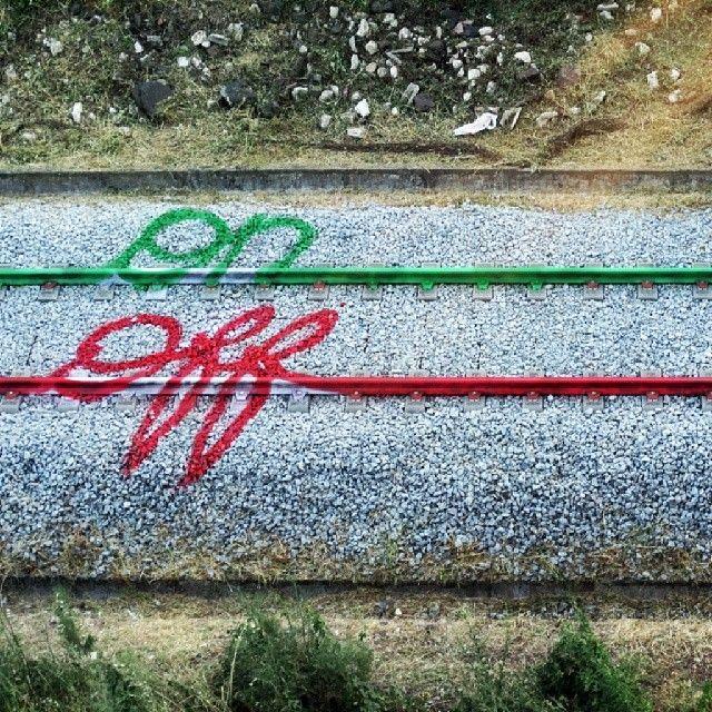 Artur Bordalo http://restreet.altervista.org/artur-bordalo-usa-i-binari-della-ferrovia-come-tela/