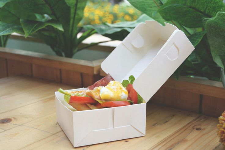 Greenpack adalah Perusahaan yang menjual Packaging Food / Lunch Box Take Away / Kemasan / Bungkus Makanan berbahan Kertas Food Grade dengan harga murah. MOQ ( Minimum Order Quantity ) perusahaan kami paling kecil. Harga kami paling murah dipasaran dan kami selalu menjaga kualitas. Silakan Hubungi Feni Sales Executive : 0813-1718-9394 Terima Kasih.