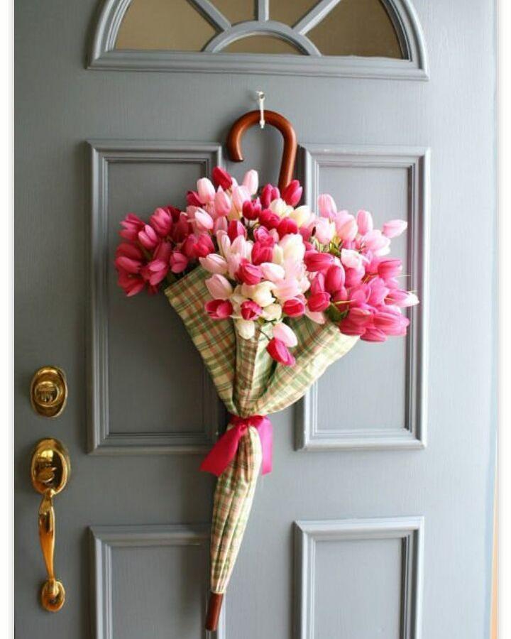 Tamu yang datang ke rumah anda pastinya akan merasa spesial jika kedatangannya disambut bunga indah seperti ini #dekorasiterasIR ya.  #inspirasi #rumah #dekorasi #kreatif #unik #kreasi #homedecor #homedesign #upgradehome #inspired #frontdoordecoration by inspirasi_rumahku_ http://discoverdmci.com