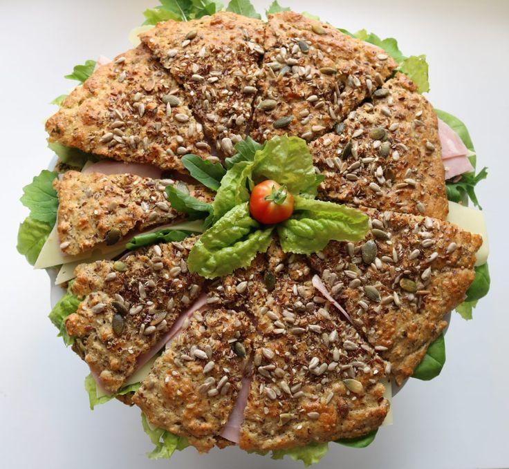 Denne sconeskaken passer godt til sommerens Afternoon Tea, eller på et hvilket som helst kake-/koldt-/sommerfestbord. Den er glutenfri og kjempegod! 8 porsjoner (200 g, 15 min) 100 g havremel 100 …
