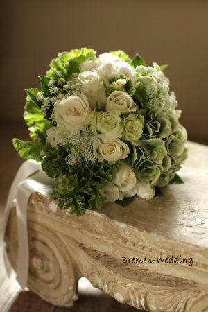 アジサイとバラのクラッチブーケ|生花ブーケ(ホワイト)|ブレーメンウェディング