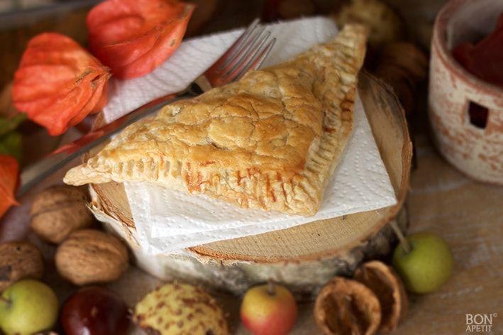 Wil je snel iets lekkers maken? Denk dan eens aan deze heerlijke peren- appelflap met walnoten, je proeft de herfst en zo gemaakt. Kijk op BonApetit!