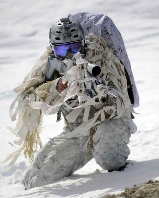 fnhfal:Navy SEALs from the Naval Special Warfare Community demonstrate winter warfare capabilities for a TV commercial produced by the Navy Recruiting Command for a national advertising campaign shot at Mammoth Lakes, Calif.