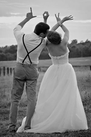 love gesture unique wedding photos for outdoor wedding