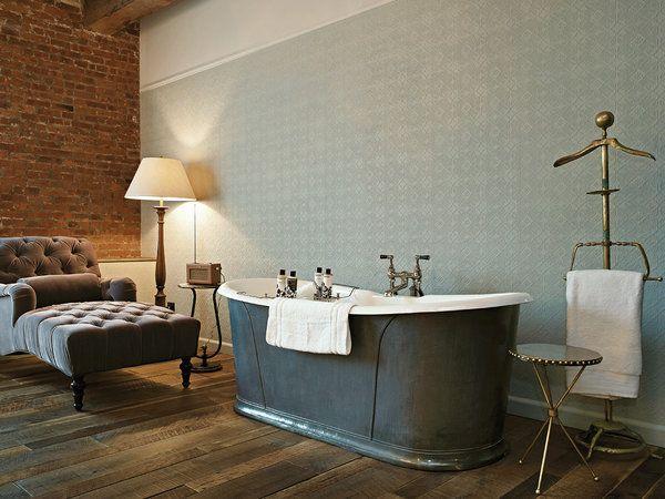 Hotel Soho House NY: Bañera exenta junto a chaise longue