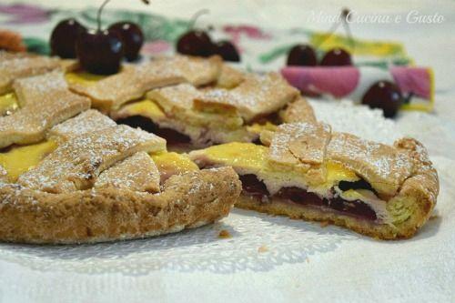 Crostata con ciliegie fresche e crema di ricotta