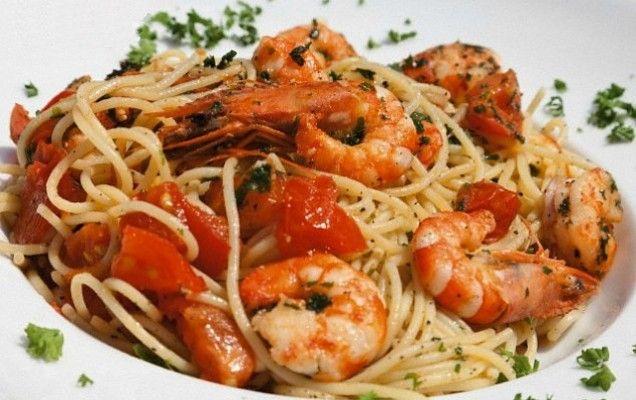 Garidomakaronada (Shrimp and Tomato Spaghetti)