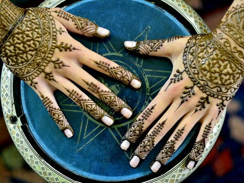 Jolis tatouages au henné ou herbe du Paradis -