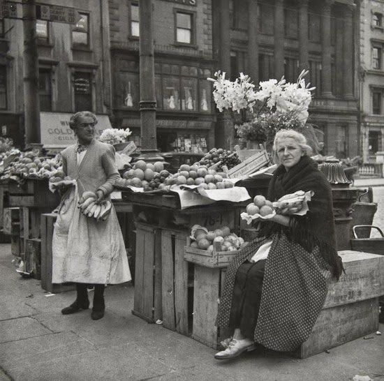 DUBLIN DOWN MEMORY LANE: Fruit and Vegetable Women, Dublin, ca.1930s