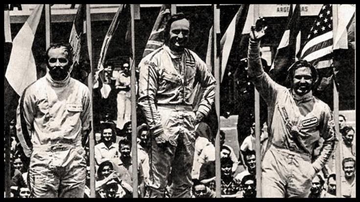 Carlos Reutemann, McLaren M7C (Ecurie Bonnier) junto a Chris Amon y Henri Pescarolo  3º puesto Gran Premio de la República Argentina 1971,  Buenos Aires,    Colección Alejandro de Brito, Gracias a Diego Stettler por la foto.