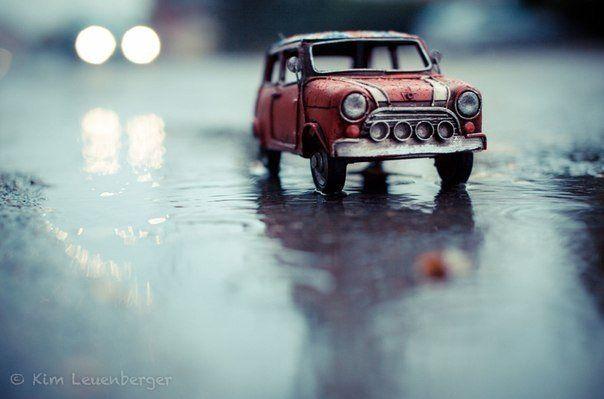 Kim Leuenberger. Фотопроект с миниатюрными машинками и мотоциклами.: sarycheva_s