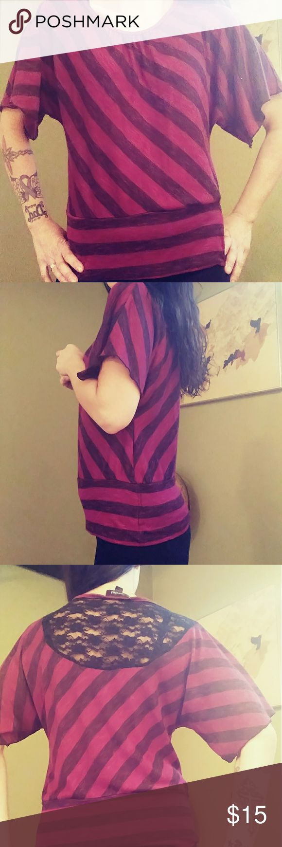 💠 STRIPED TUNIC💠 Excellent preloved condition, with lace on the upper back. this is big on me, dont feel it fits like an XL . fell free to ask any questions... reference I'm 5'6 135 lbs Iz Byer Tops Tunics