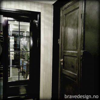 MER om Vintro Supreme Eksklusiv og luksuriøs, matt finish på vegger og tak med Vintro Supreme interiørmaling! Les mer om den her! #vintrosupreme #veggmaling #interiørmaling #takmaling #malevegger #maletak #interiør #svart #grå