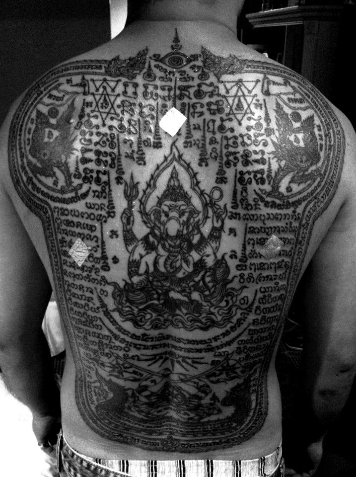 17 best images about sak yant tattoo on pinterest buddhist tattoos khmer tattoo and sanskrit. Black Bedroom Furniture Sets. Home Design Ideas