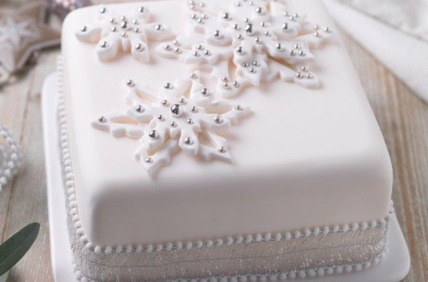 Snowflake Christmas cake - 40 Christmas cake ideas