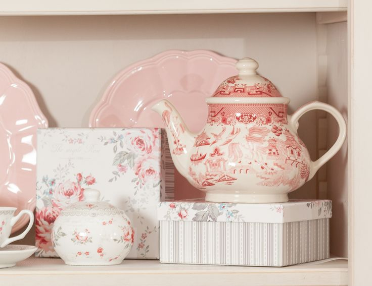 Rose-Pink tea sets magically placed on your cupboard will enlighten the whole room! Notice the magical shades of pastel pink that will send you to the beautiful old times