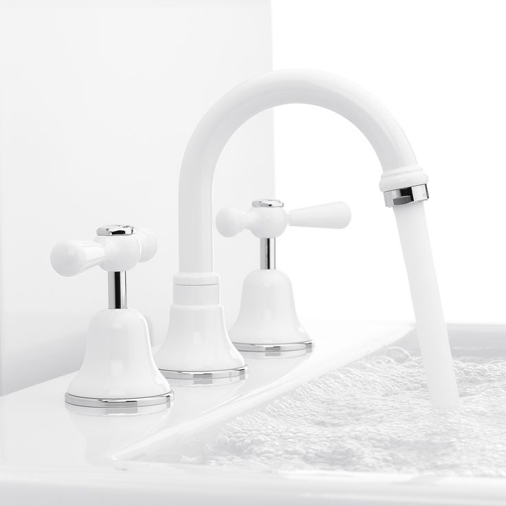 Since its inception the Cascade collection has been a firm favorite; providing outstanding function and quality. Ceramic disc valves offer precise and effortless control making Cascade lever tapware the choice of all age groups. This collection works well in traditional and period style homes, and is available in our entire range of finishes, including the classic Gloss White and Gloss Almond powder coat finishes.
