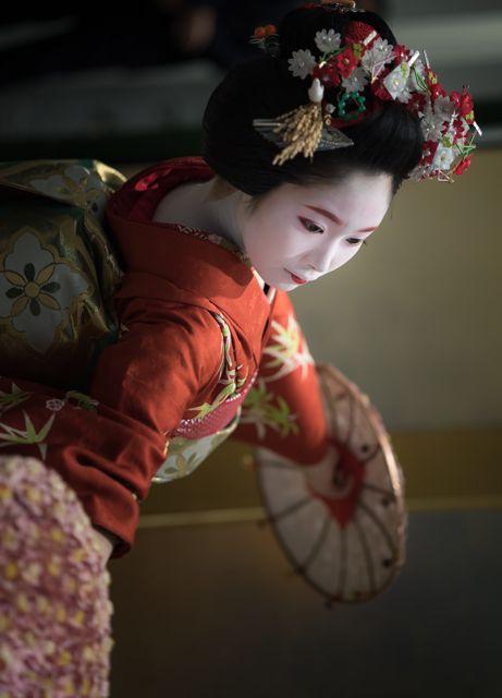 maiko 舞妓 Gion Kobu 祇園甲部 Kohana 小花 KYOTO JAPAN「舞「花笠」」