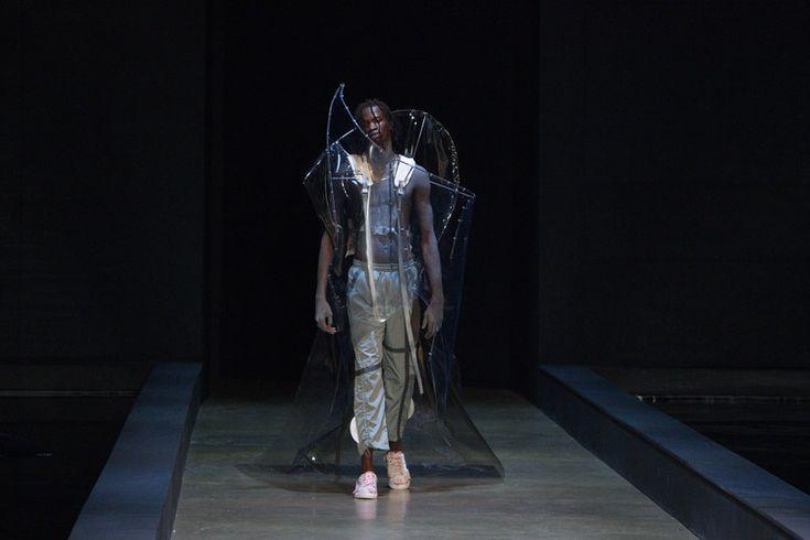 Plastik dominiert die Laufstege der London Fashion Week für Herren im Herbst Wi…