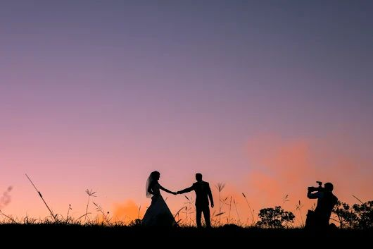 Filming the bride and groom at sunset. Sirromet Wines wedding near Brisbane    https//motionart.com.au