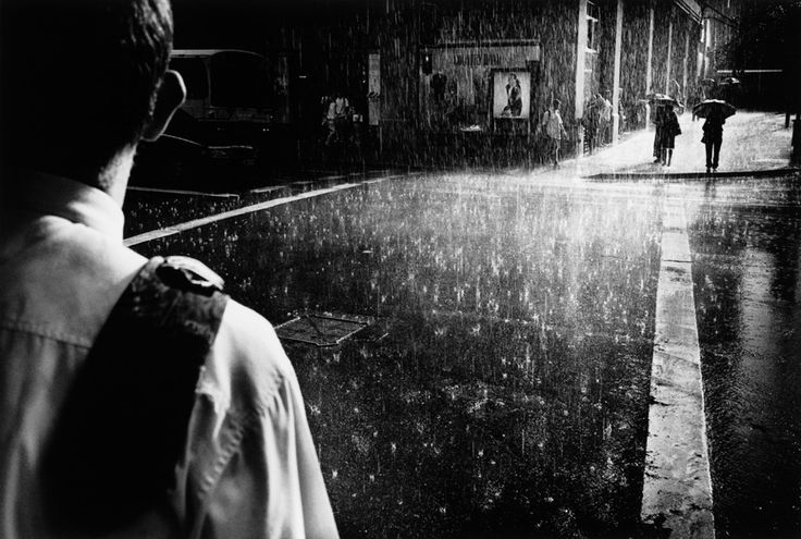 i love how th rain looks and the highlights in this image iN-PUBLiC | Trent Parke