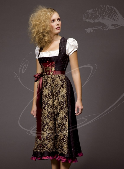 Hands down one of my favourite dirndls I've ever seen. The palette couldn't possibly be any more chicly elegant. #dirndl #dress #German #folk #costume #black #gold