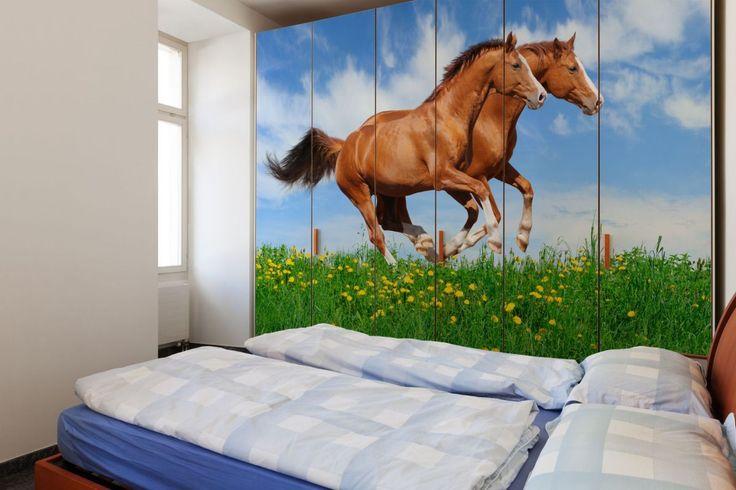 Naklejka na meble z motywem Koni na polanie