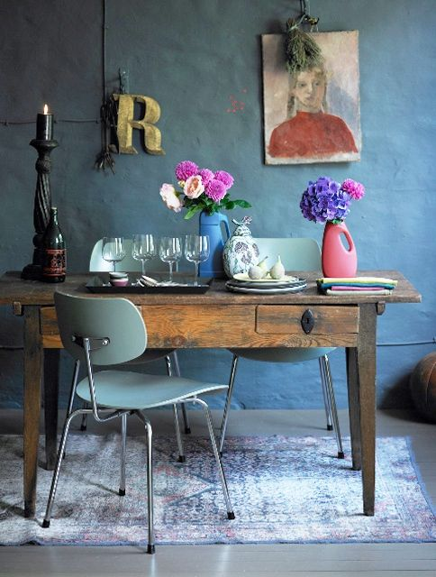 Eclectic Interior Inspiration - mix of vintage, modern, found object, color... Nice!