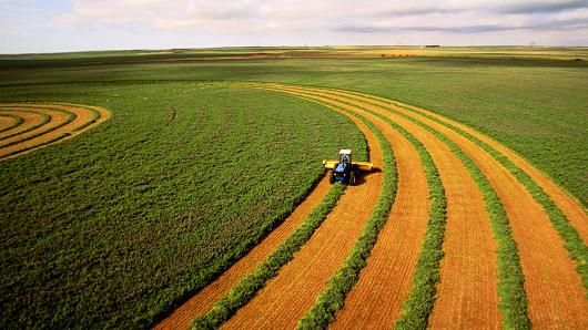 Saudi Arabia buying up farmland in US Southwest. More of the U.S. Being sold off to foreign Countries. WTH.