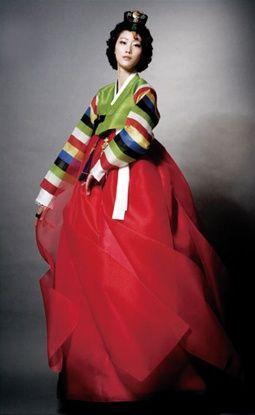 한복 hanbok, Korean traditional clothes (I just love the luscious colors of Korean wear) ~Via Huilin Fang