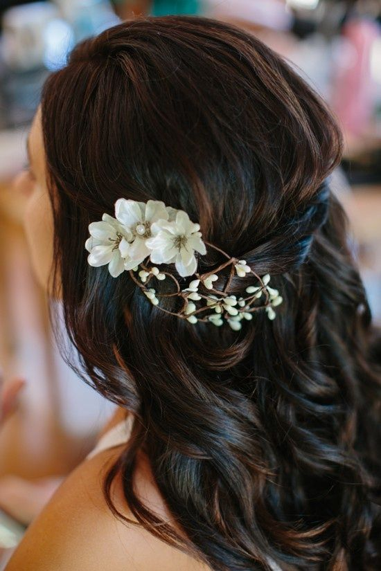 Very pretty and simple hair makeup idea!