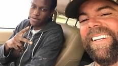 Strangers buy car for 20-year-old Texas man who walks 3 miles to work every day - CBS News