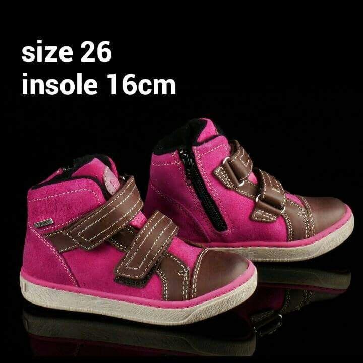 READY STOCK KIDS LEATHER BOOTS KODE : POPPY PINK Size 26 PRICE : Rp.205.000,- AVAILABLE SIZE :  - Size 26 (insole 16cm)  Material : Full Genuine Leather (Kulit Asli),Sol karet lentur. Ringan dan nyaman sesuai utk anak-anak.  Insole = panjang sol dalam. Ukurlah panjang telapak kaki anak, beri jarak minimal 1,5cm dari insole.  FOR ORDER : SMS/Whatsapp 087777111986 PIN BB : 766A6420 (no group) PIN BB : 26e6d360 (ada group) LINE : mayorishop FB : Mayorishop  #pusatsepatubootsanak #readystock…