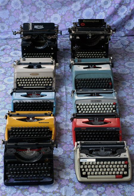 vintage typewriters  herlibraryadventu...I used one like the one in the front right.....