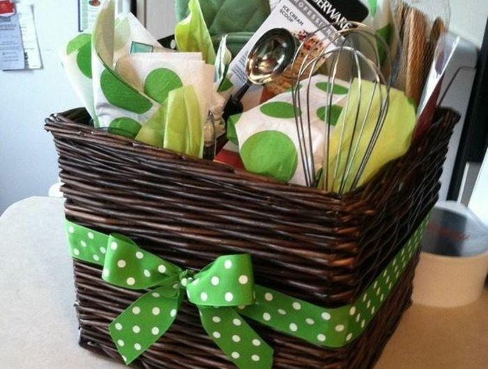 geschenkkorb voll mit kchen accessoires bridal shower baskets bridal gift baskets