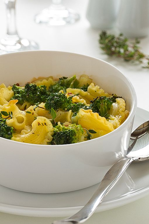 Healthy Macaroni and Cheese: Recipe Makeover - only 250 calories, 8g fat and 7g fiber - but all of the flavor of the original recipe!