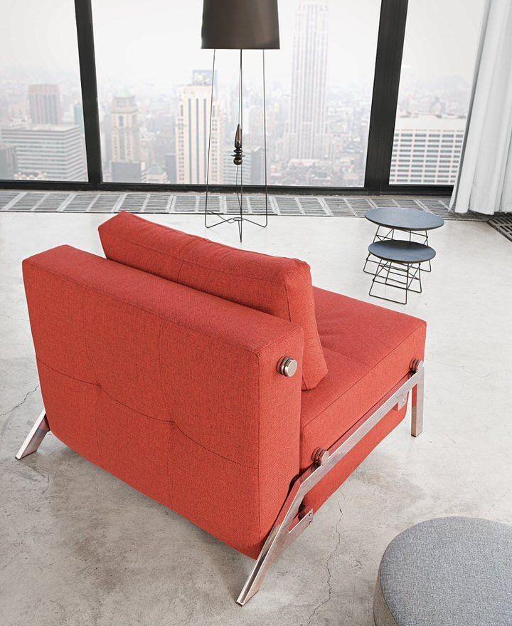 Eendesign fauteuildie je in een handomdraai kan veranderen in een1 persoons bed.Slaapstoel Cubed Deluxevan Innovation isstijlvolenmultifunctioneel. Door het elegante ontwerp en de mooie materialen is dezedesign slaapstoeldé oplossing voor krappe ruimtes.