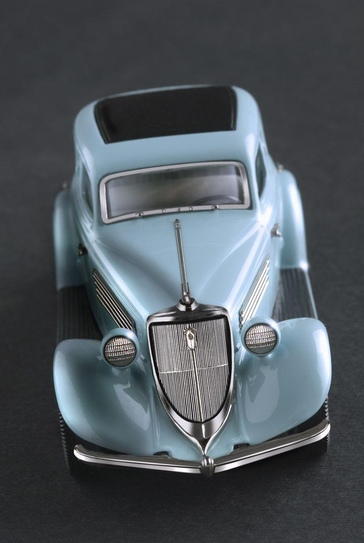 Brooklin Models – 1934 Studebaker Land Cruiser.