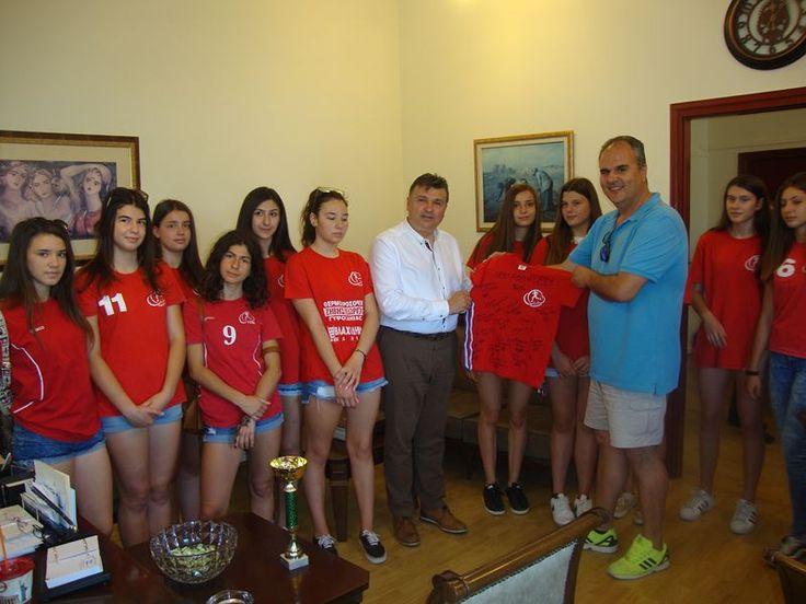 Στο Δήμαρχο Ελασσόνας οι πρωταθλήτριες του ΓΣΕΕ – Συγχαρητήρια από Γ. Κατσιαντώνη