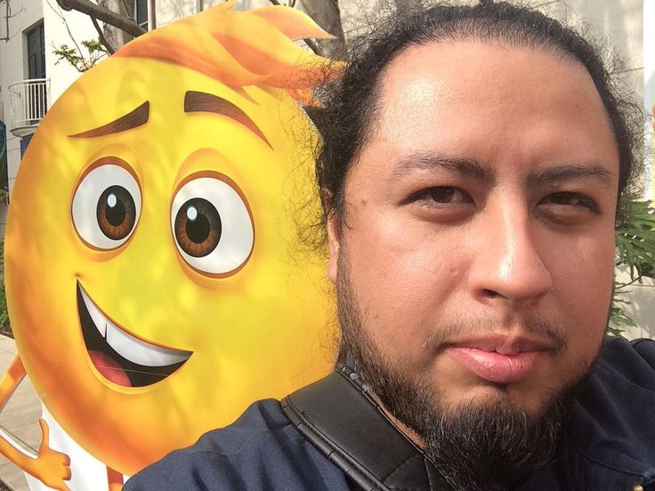 #Thisfunktional #Event: #Selfie with #Gene #Voiced by #TJMiller the #Troublemaker #Meh #Emoji from #SonyPictureAnimation's #Upcoming #Animated #Movie #TheEmojiMovie which is out in #Theaters Aug. 4. There's some more info about the movie coming soon to Thisfunktional.com (#Link in #Bio) so don't forget to #Read and #Share. #ThisfunktionalEvent #Animation #Animated #Character #PressLife #Movies #Film #Films #Theater #Cinema #Cinemas http://ift.tt/1MRTm4L