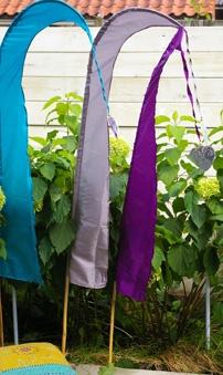 """Mooi voor in de tuin - """"Umbul umbul"""", een vlag die typisch is voor Bali. Daar worden de vlaggen gezien als symbolen van hoop en kracht."""