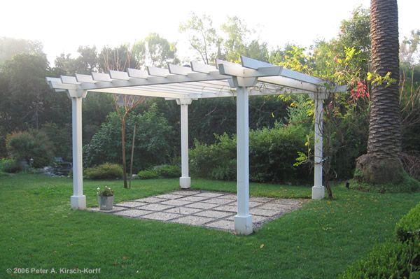 Free standing wood garden arbor garden splendor for Free standing garden trellis designs