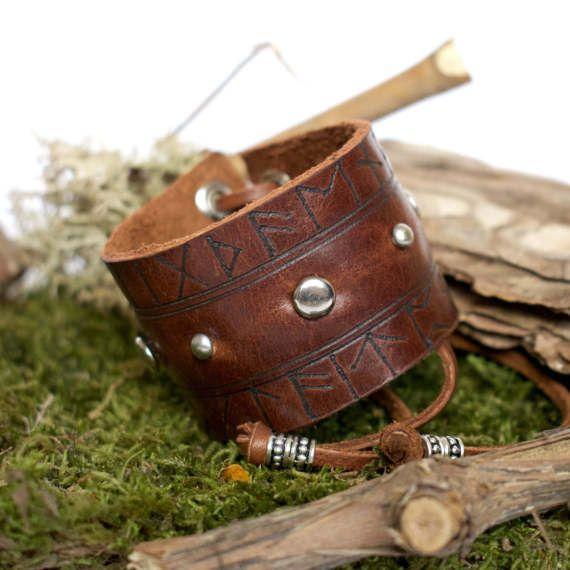 Rune leather bracelet with dome studs / Viking bracelet / Rune