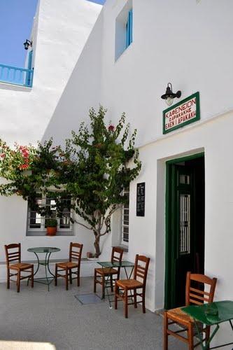 Καφενείον: traditional Greek coffee house