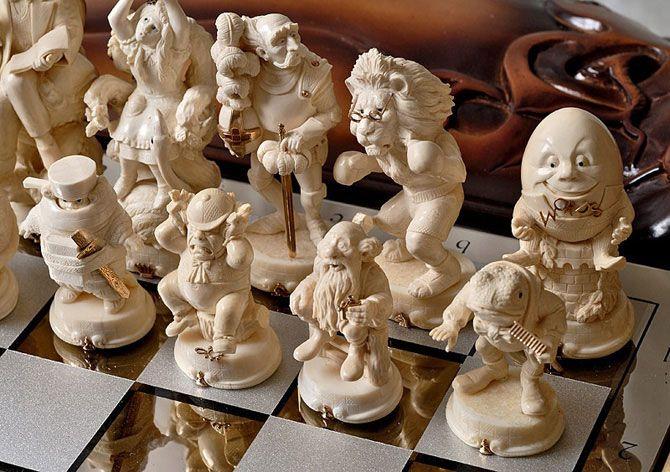 Шахматы «Зазеркалье - Страна Чудес»