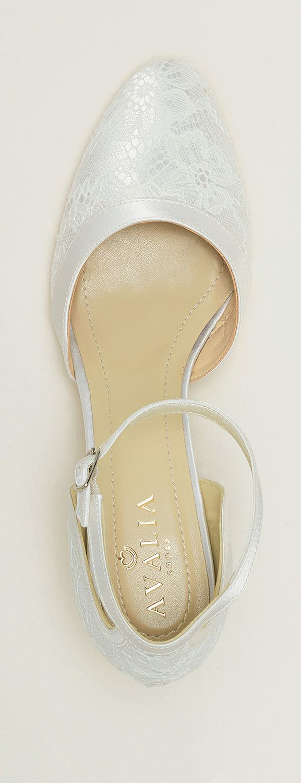 Shoes KATI from AVALIA. Lined with super soft foam and beautifully designed. AVALIA Shoes is a trademark of Bianco Evento. #biancoevento #avaliashoes #bridalshoes #bridalshoescollection #collection2017 #collection2018 #bridalaccessories #weddingideas #bridetobe
