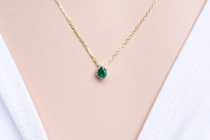 Szmaragd 585 naszyjnik złoty 585 z szmaragdem w Arpelc Biżuteria Ze Złota i Platyny na DaWanda.com  To nic, że to nie białe złoto albo srebro... piękny minimalizm!