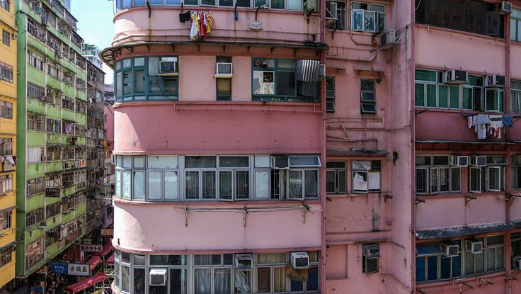 John Niklasson - Rosa huset. Pink apartment building in Mong Kok in Hong Kong. Available as poster and laminated picture at Printler, the marketplace for photo art.